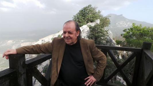 Σενέρ Λεβέντ